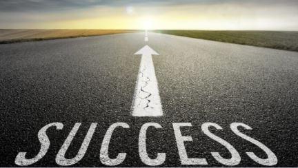 """""""El éxito no es más que unos simples disciplinas practicadas todos los días """""""